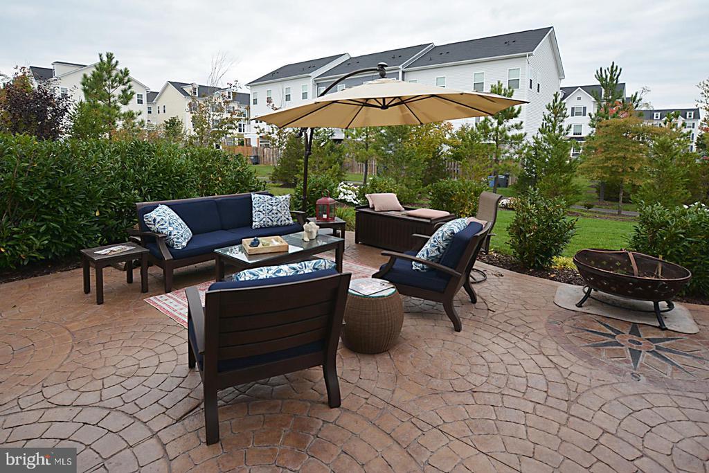 Stamped custom patio and adjoining walkway - 7614 CHESTNUT ST, MANASSAS