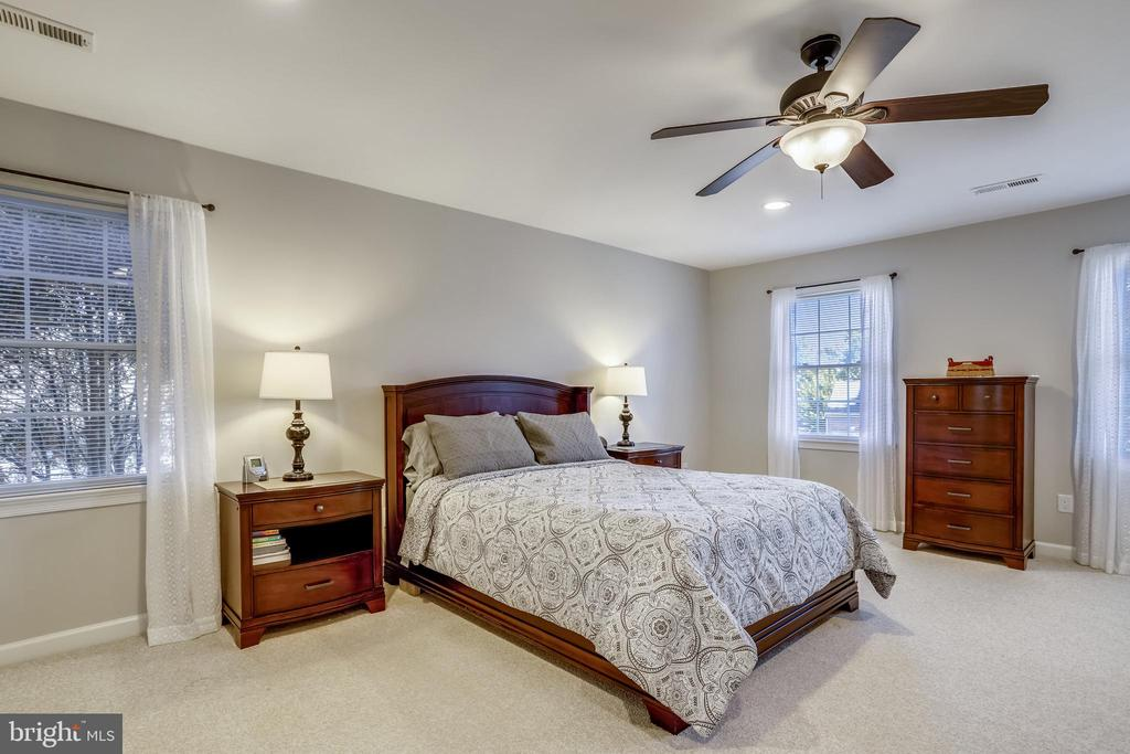 Amazing master suite! - 43207 SUMMITHILL CT, ASHBURN