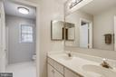 Upper hall bath - 43207 SUMMITHILL CT, ASHBURN