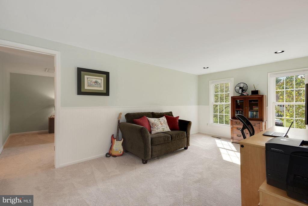 Office/Sitting Room off of Master Bedroom - 7 COLEMAN LN, STERLING