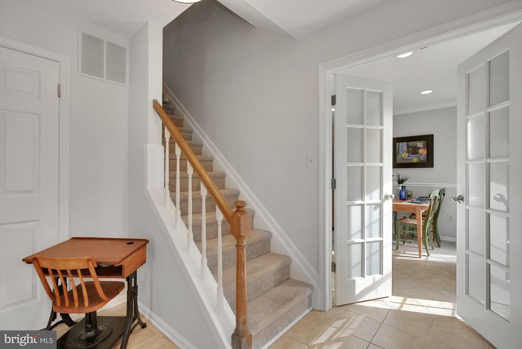 Welcoming Foyer with French doors to Kitchen - 7 COLEMAN LN, STERLING
