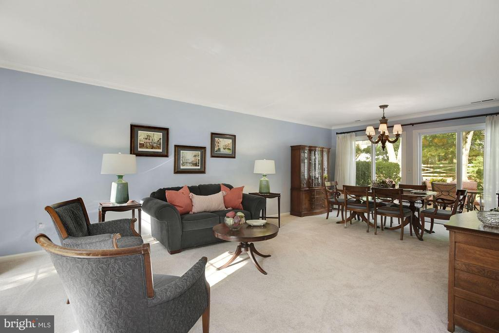 Spacious Living Room and Dining Room - 7 COLEMAN LN, STERLING