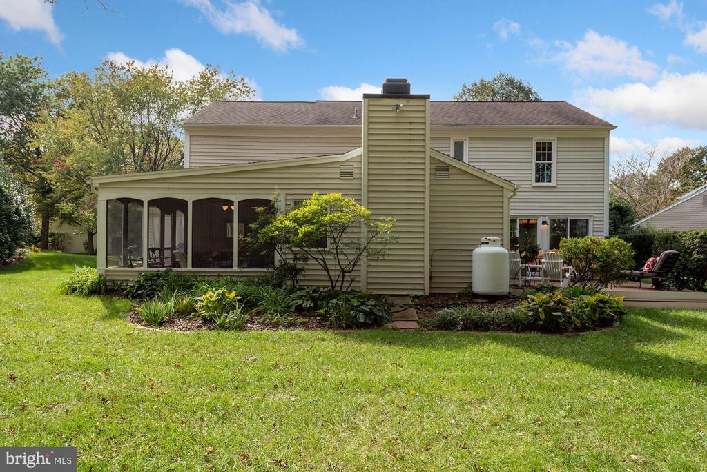 Large well maintained yard - 7 COLEMAN LN, STERLING