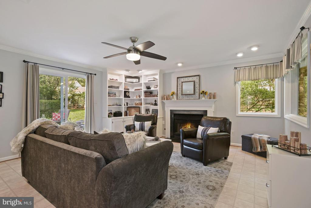 Family Room with propane fireplace - 7 COLEMAN LN, STERLING