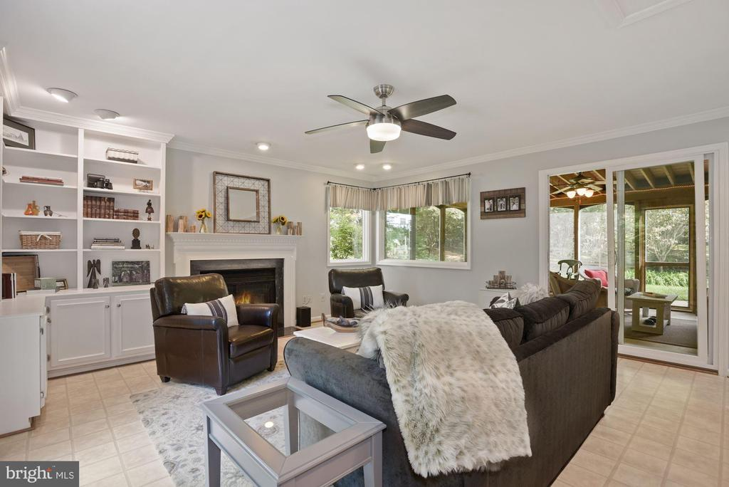 Family Room with ceiling fan and new paint - 7 COLEMAN LN, STERLING