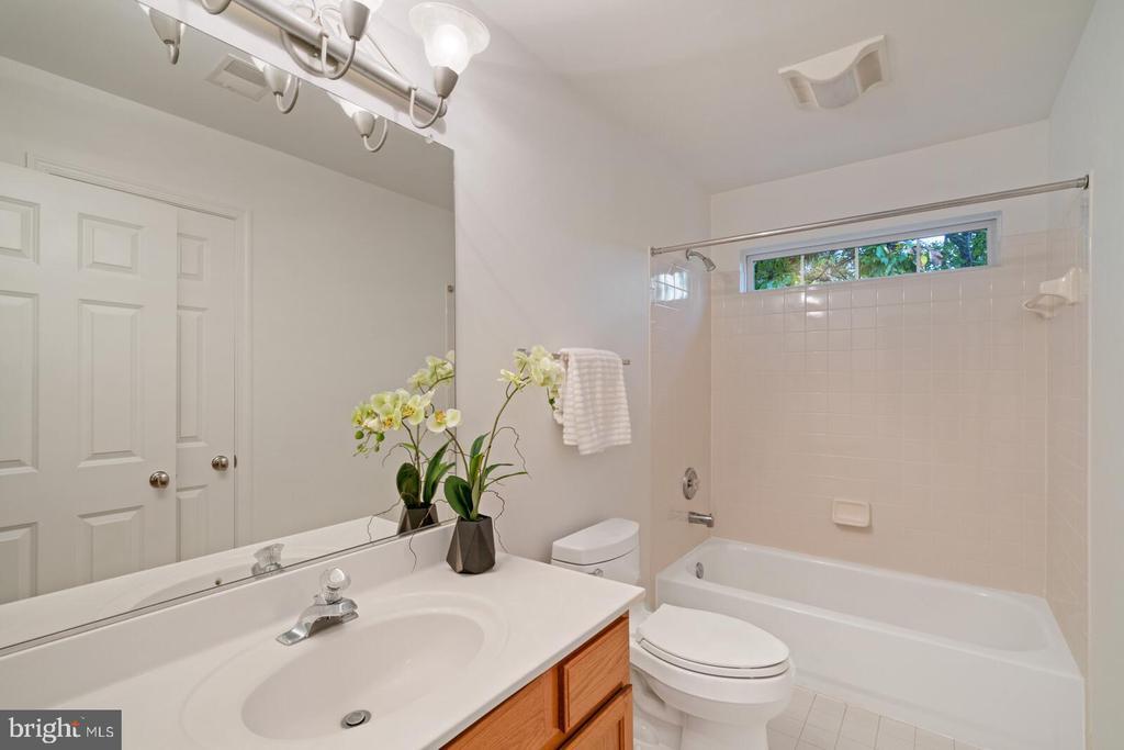 Hall Bathroom - 11644 SANDAL WOOD LN, MANASSAS