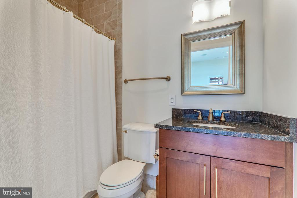 Second full bath with towel closet - 8220 CRESTWOOD HEIGHTS DR #1916, MCLEAN