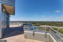 Private roof deck terrace with unobstructed views - 8220 CRESTWOOD HEIGHTS DR #1916, MCLEAN