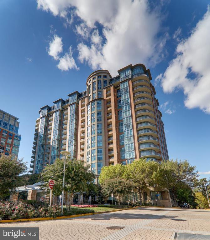 - 8220 CRESTWOOD HEIGHTS DR #1916, MCLEAN