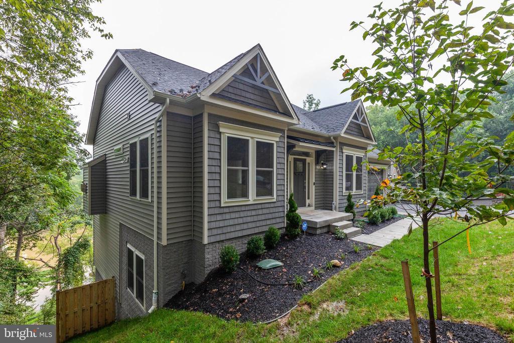 Stunning twin gabled home in Lake Linganore! - 6762 W LAKERIDGE, NEW MARKET
