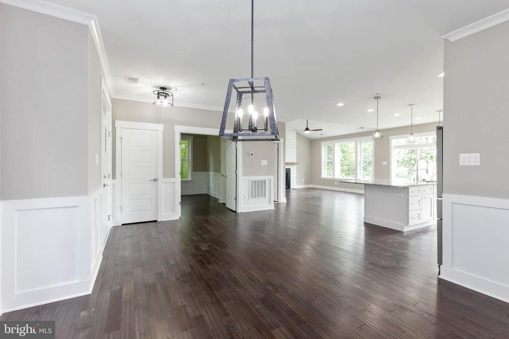 You'll love the flow of this floor plan! - 6762 W LAKERIDGE, NEW MARKET