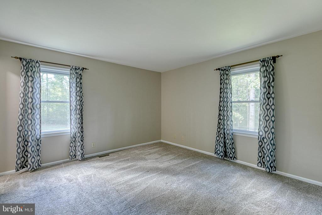 with lots of natural light - 6 FOX ST, STAFFORD