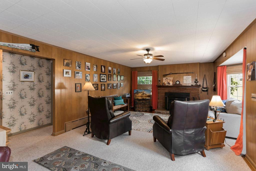 Wood burning fireplace and woodstove - 821 W MAIN ST, PURCELLVILLE