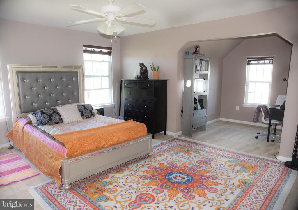 Large extra bedroom with office suite - 3 BRACEY MILL CT, FREDERICKSBURG