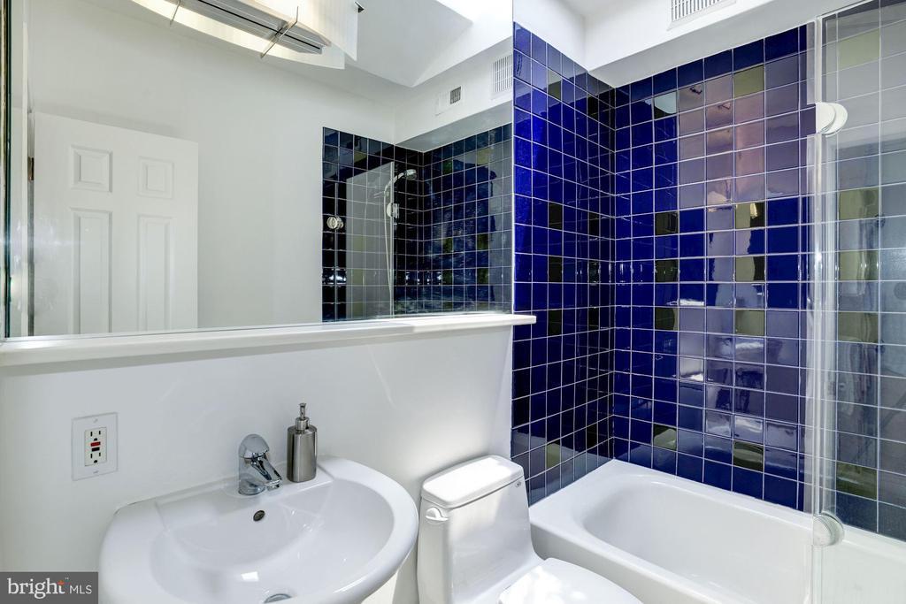 Upper Level 1 - Full Bath - 1928 15TH ST NW, WASHINGTON