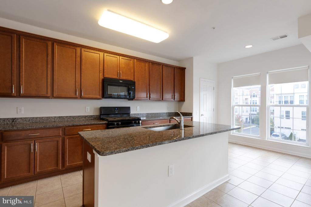 Gourmet Kitchen with Ceramic Tile Floors - 42779 KEILLER TER, ASHBURN