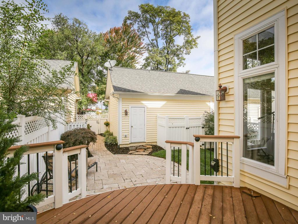 Enjoy the travertine patio and Trex deck - 527 GENTLEWOOD SQ, PURCELLVILLE