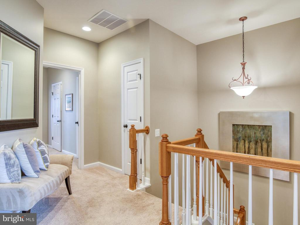 9' ceilings on upper floor - 527 GENTLEWOOD SQ, PURCELLVILLE