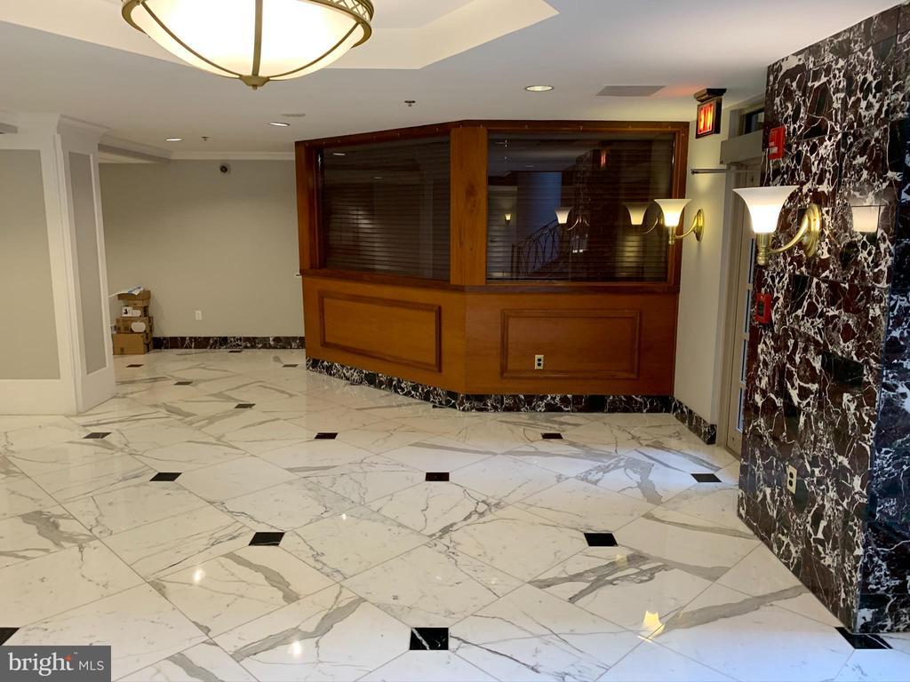 Lobby / Management Office - Package Pickup - 1276 N WAYNE ST #308, ARLINGTON