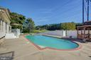 Ample Space For Get-Togethers Around The Pool - 8 LITTLE ROCKY RUN LN, STAFFORD