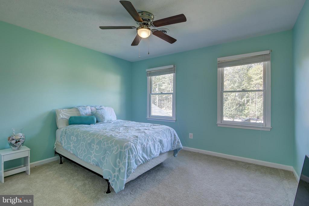 Spacious 2nd Bedroom - 8 LITTLE ROCKY RUN LN, STAFFORD
