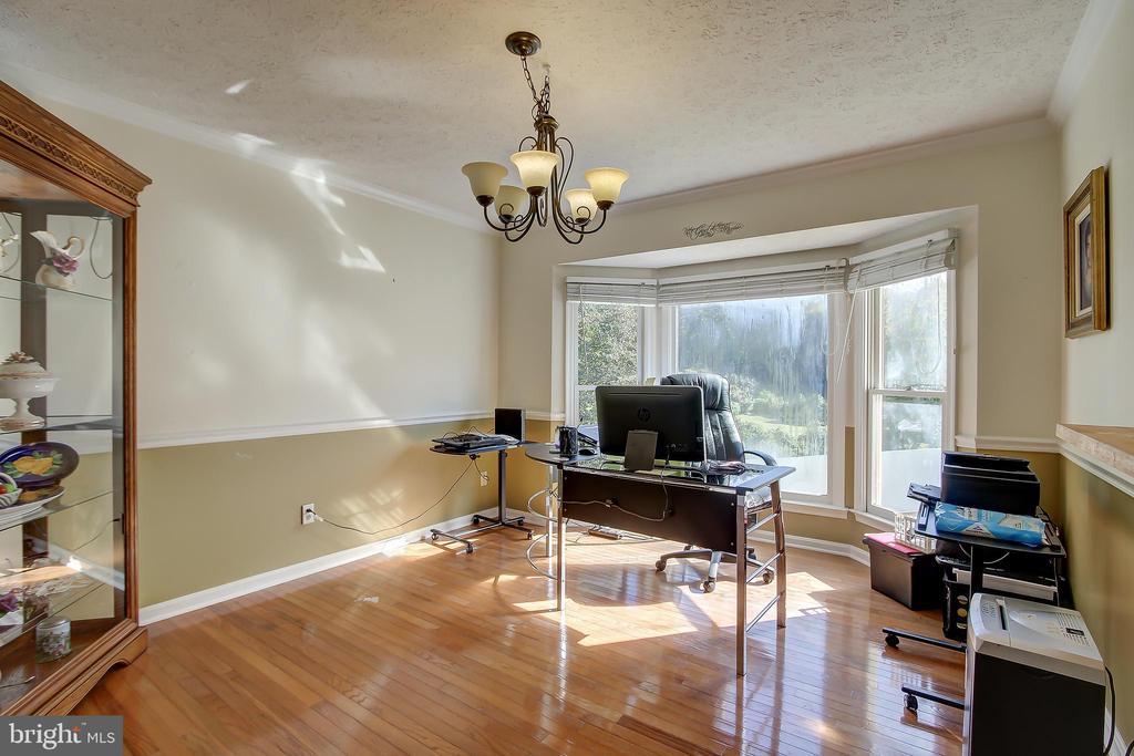 Dining Room w/Wood Floors & Bay Window - 8 LITTLE ROCKY RUN LN, STAFFORD