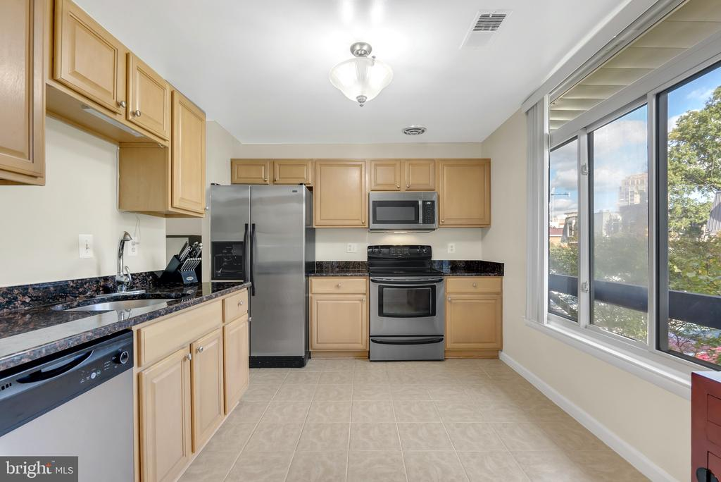 Kitchen - 1609 S HAYES ST #2, ARLINGTON