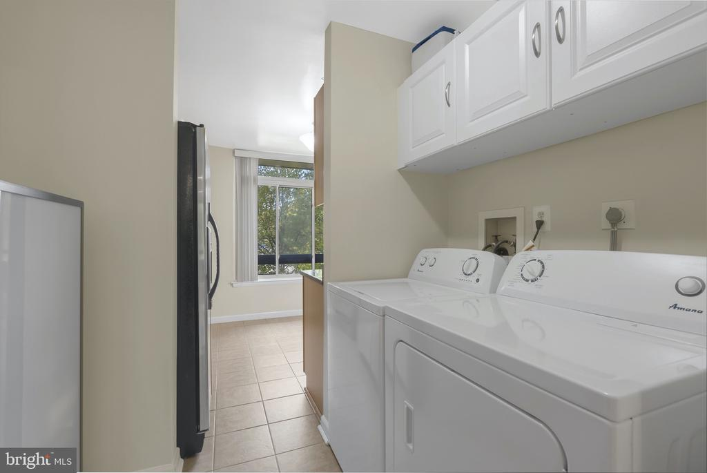 Laundry off Kitchen - 1609 S HAYES ST #2, ARLINGTON