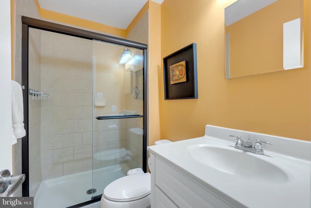 Master Bathroom - 1609 S HAYES ST #2, ARLINGTON