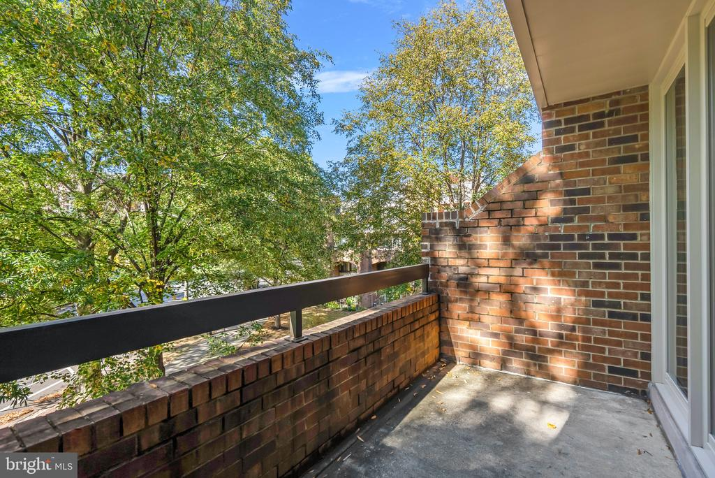 Balcony off living - 1609 S HAYES ST #2, ARLINGTON