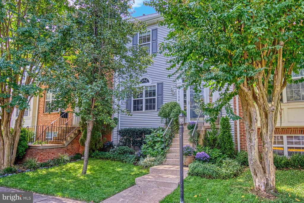 Meticulously Maintained Townhome - 14794 TRUITT FARM DR, CENTREVILLE