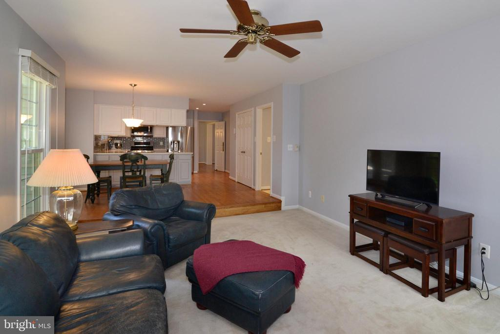 Easy living with Family Room flow into Kitchen - 915 SPRING KNOLL DR, HERNDON