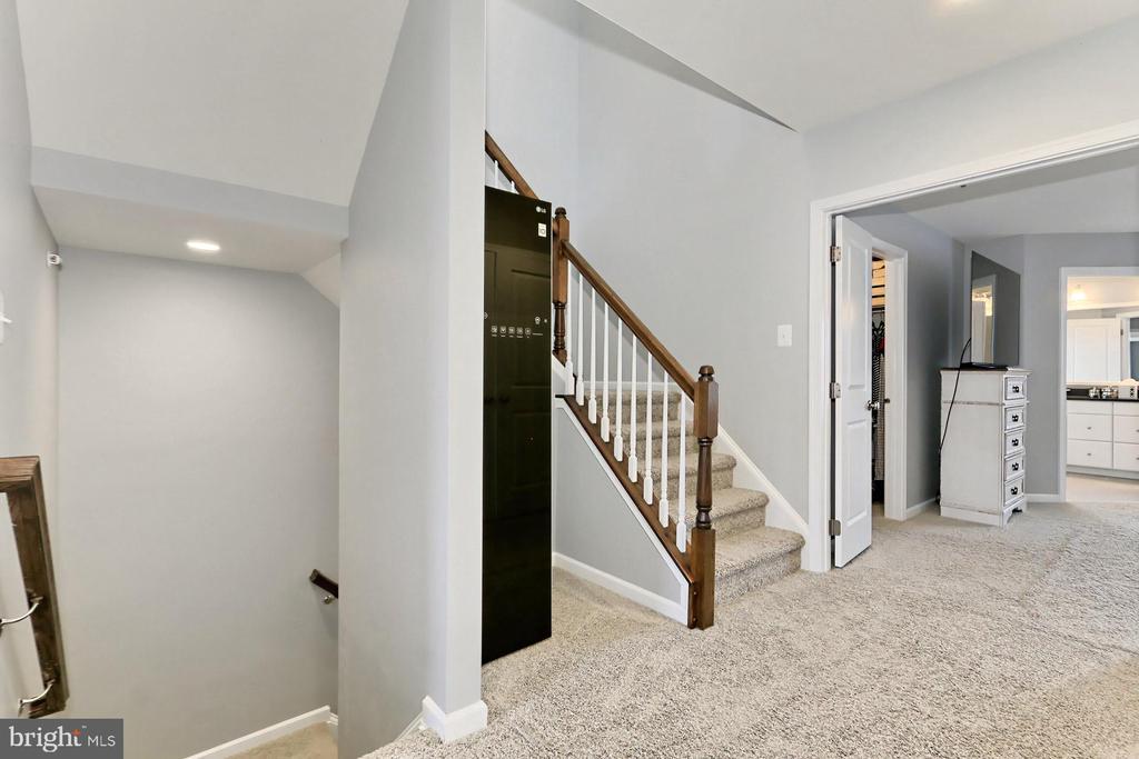 Hallway on Upper 1 Bedroom Level - 42643 LANCASTER RIDGE TER, CHANTILLY