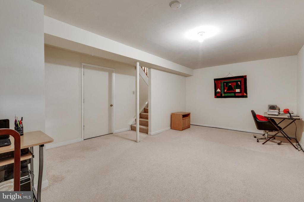 Lower Level Recreation Room - 104 HOLDCROFT LN, GAITHERSBURG