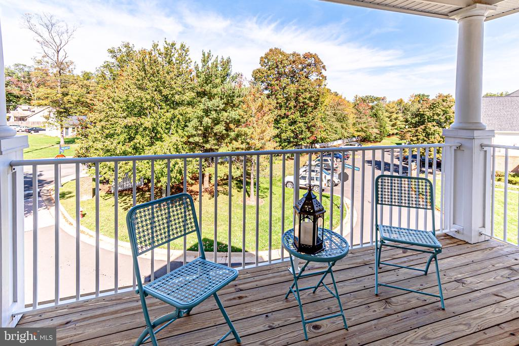 - 25252 RIFFLEFORD SQ #301, CHANTILLY