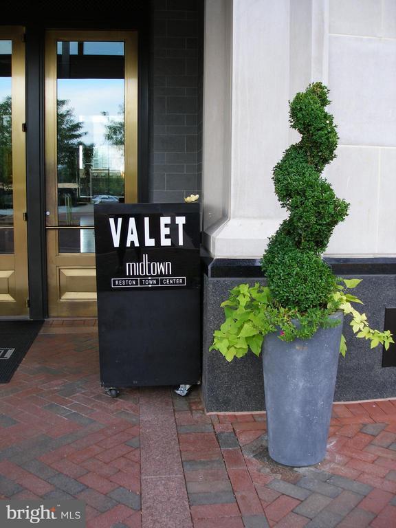 Valet - Main Entrance - 11990 MARKET ST #1803, RESTON
