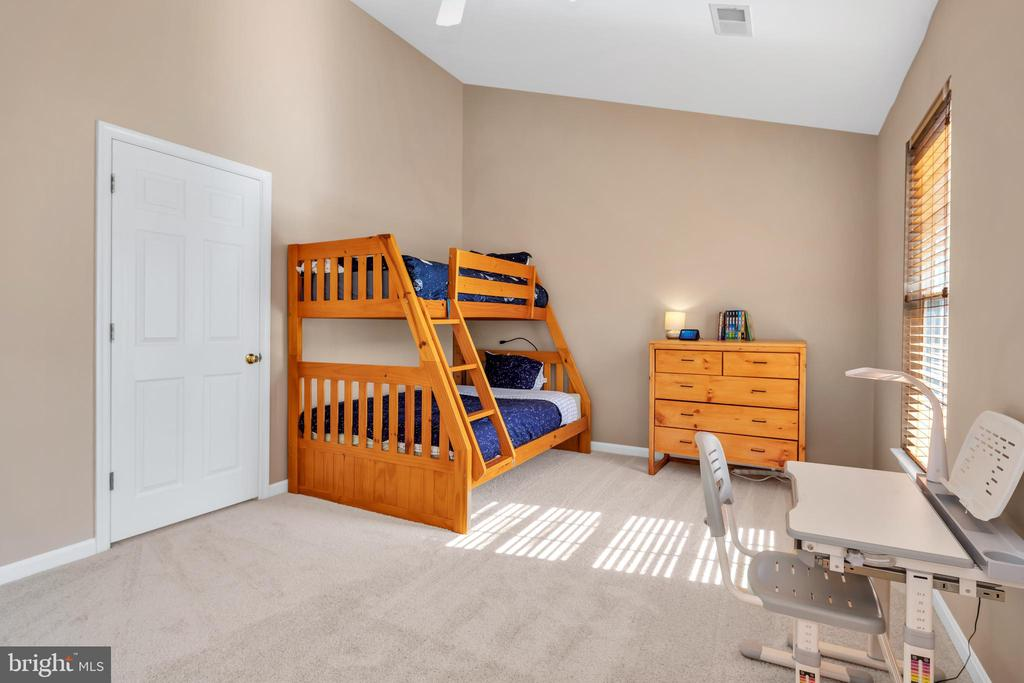 Large second bedroom to meet your needs - 4125 FAIRFAX CENTER CREEK DR, FAIRFAX