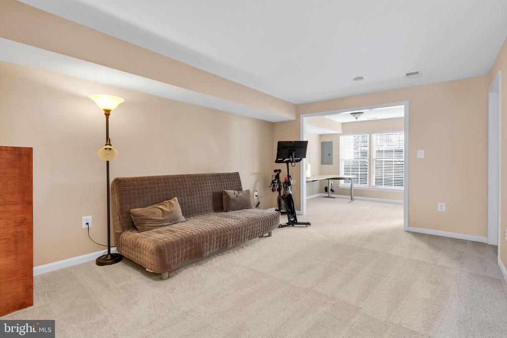 Large 3rd bedroom option available on entry level - 4125 FAIRFAX CENTER CREEK DR, FAIRFAX