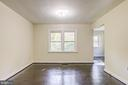 primary Bedroom with a sitting room in back - 19125 WINDSOR RD, TRIANGLE
