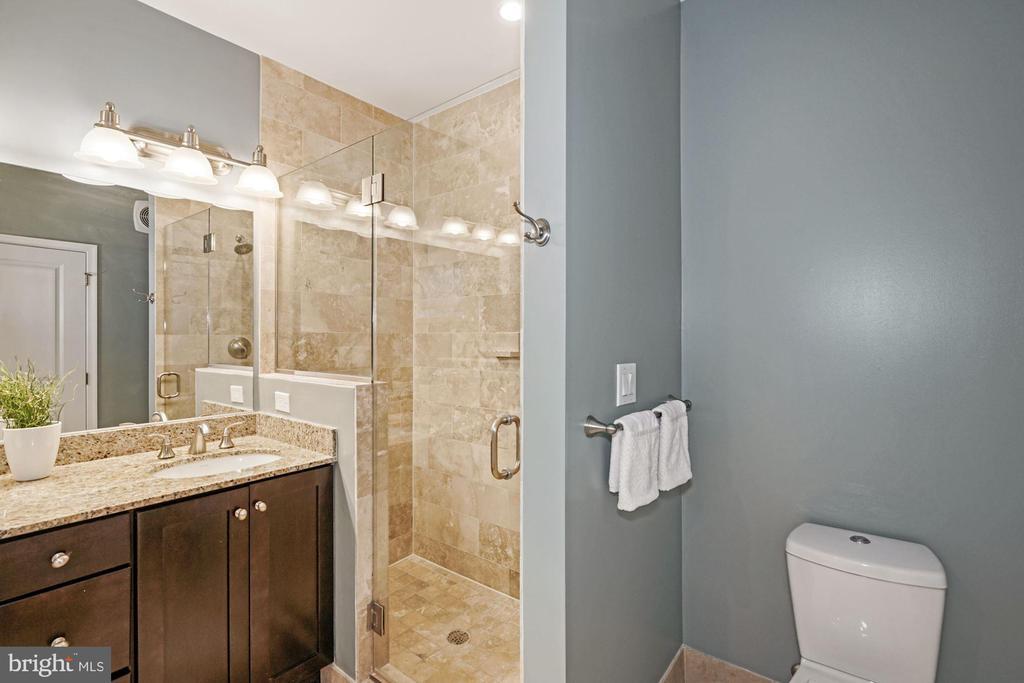 Owner's full bathroom with separate shower - 1418 N RHODES ST #B113, ARLINGTON