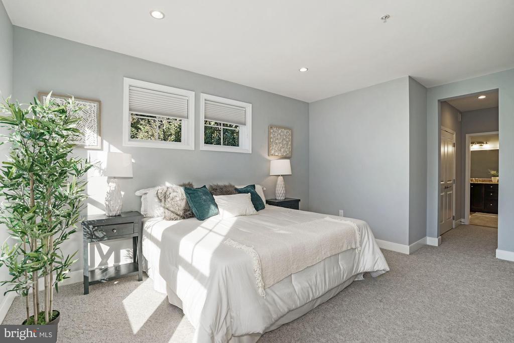 Owner's bedroom - 1418 N RHODES ST #B113, ARLINGTON