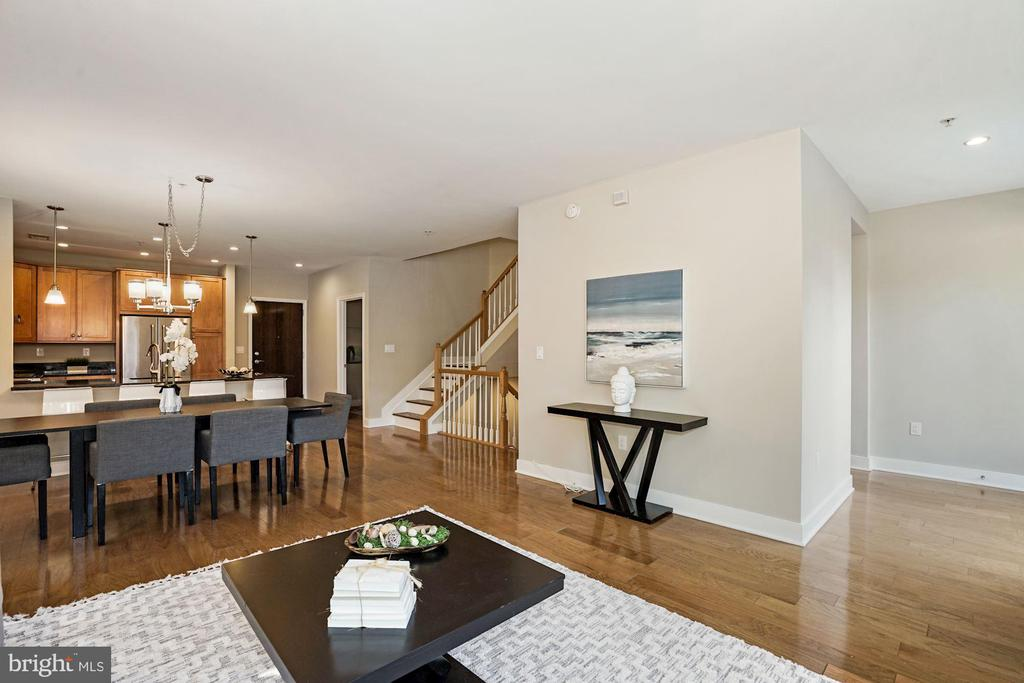 Living room looking towards dining area & kitchen - 1418 N RHODES ST #B113, ARLINGTON