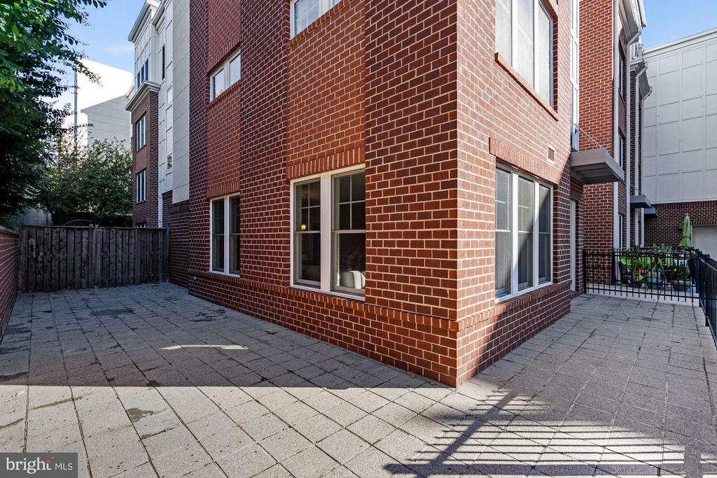 Large two-sided private patio - 1418 N RHODES ST #B113, ARLINGTON