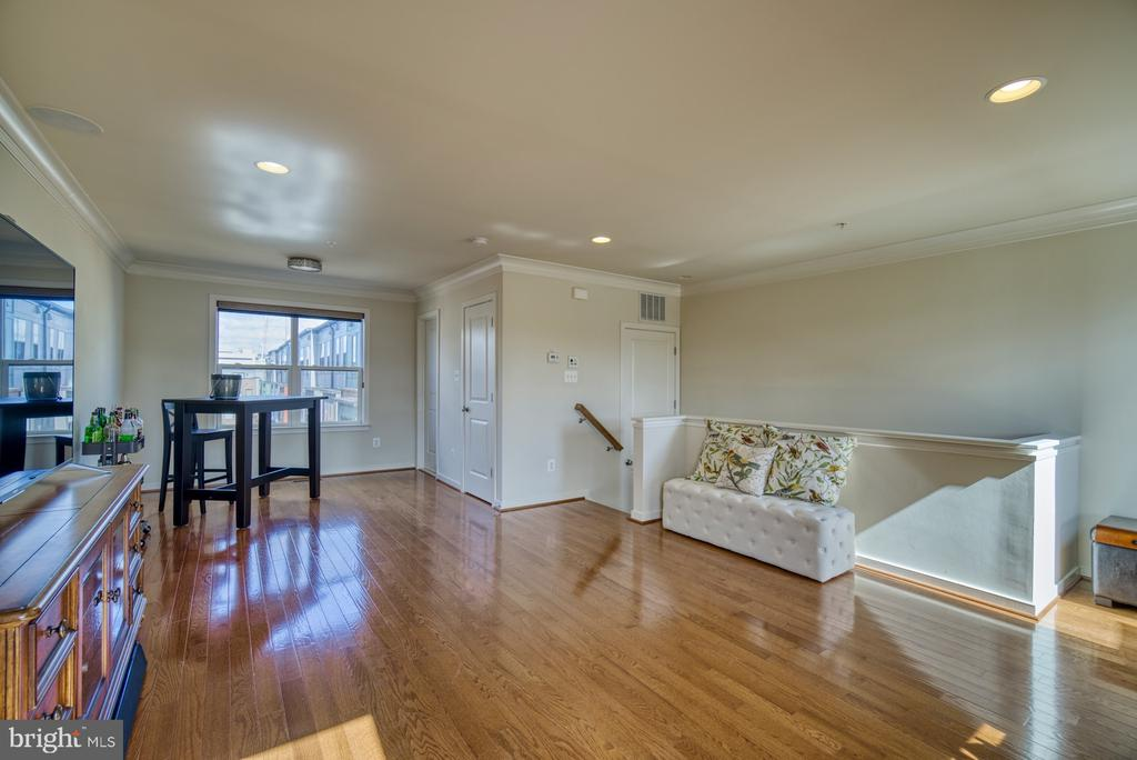 Enjoy this space for entertaining or guest floor! - 2990 DISTRICT AVE, FAIRFAX