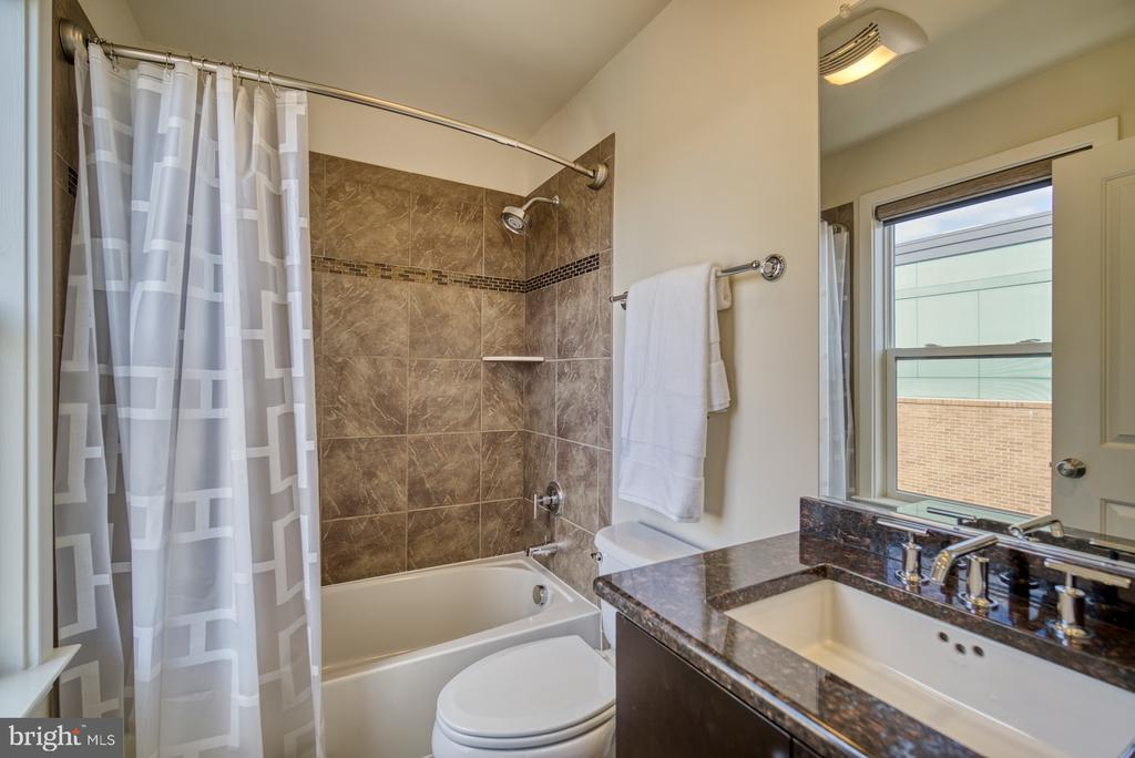 Bath with upgraded vanity and granite counter - 2990 DISTRICT AVE, FAIRFAX