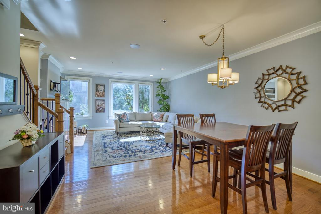Great room with hardwood flooring and fresh paint - 2990 DISTRICT AVE, FAIRFAX