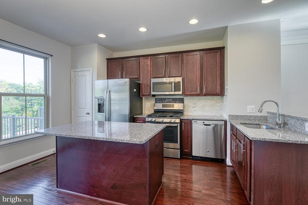 GRANITE kitchen with Island - 4530 POTOMAC HIGHLANDS CIR, TRIANGLE