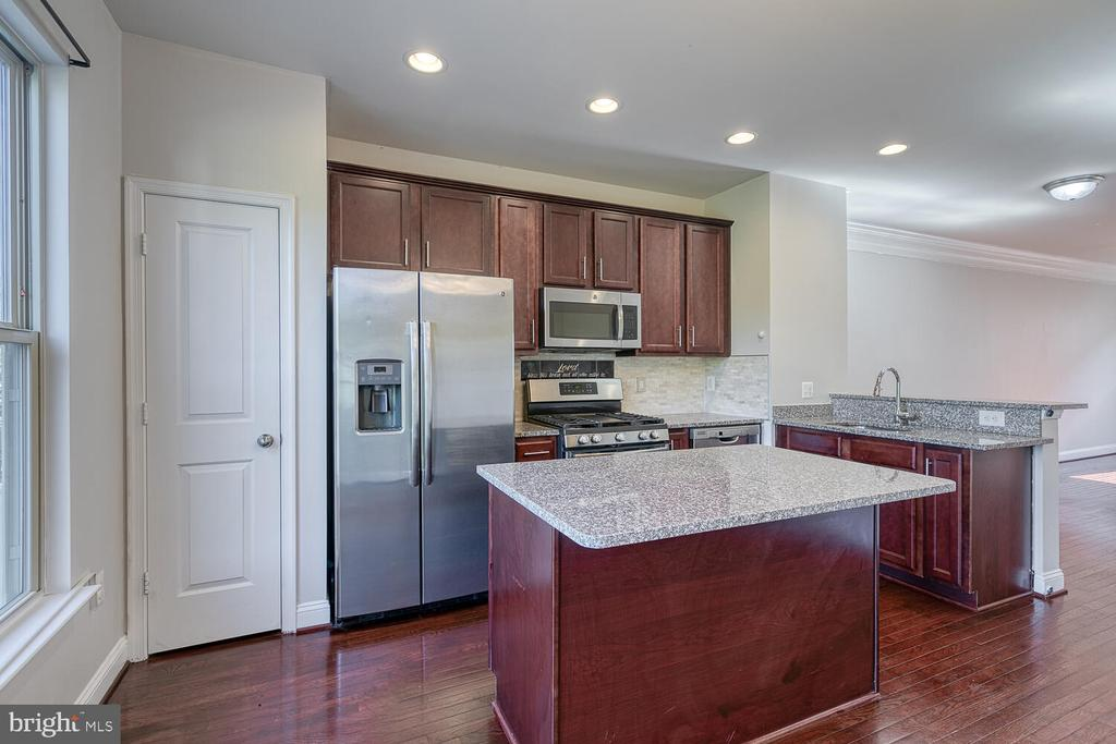 Stainless appliances - 4530 POTOMAC HIGHLANDS CIR, TRIANGLE
