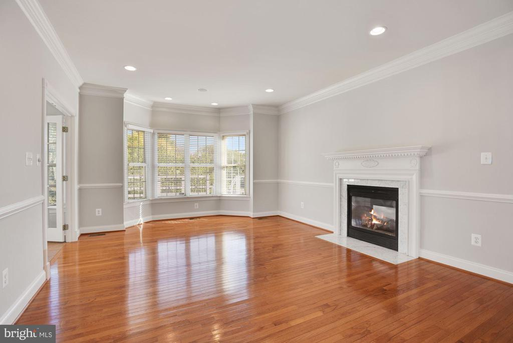 Living Room with Bay Window & Gas Fireplace - 19998 PALMER CLASSIC PKWY, ASHBURN