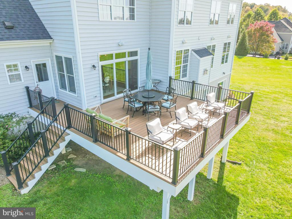 Beautiful Trex Deck - 18109 OAK RIDGE DR, PURCELLVILLE
